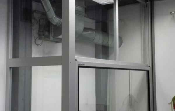 Auftischeinhausung auf vorhandenen Laborwandarbeitstisch