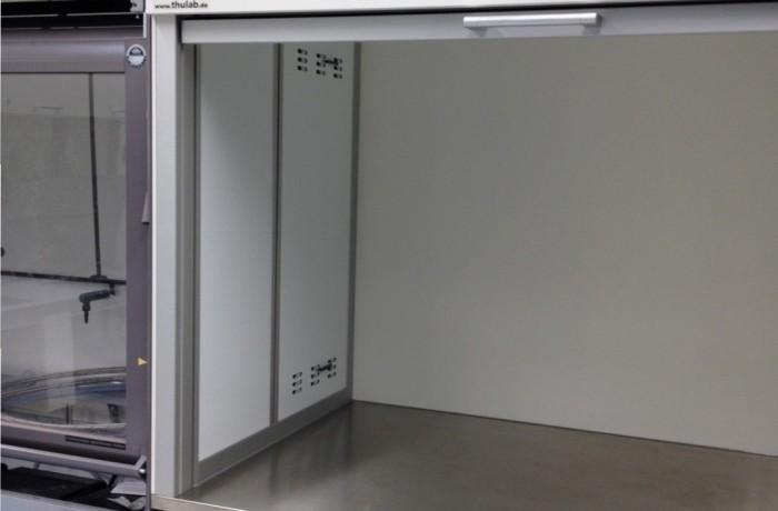 Auftischeinhausung mit Frontschieber mit abgesaugter Seitenwand