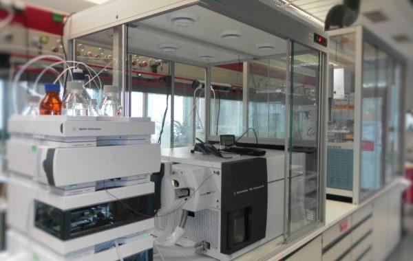 Geräteeinhausung spezifiziert auf Agilent TQ LC MS 6490