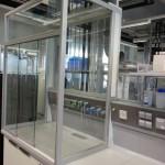 Thulab Einhausung mit Anschluss an Scala, Glasrückwand