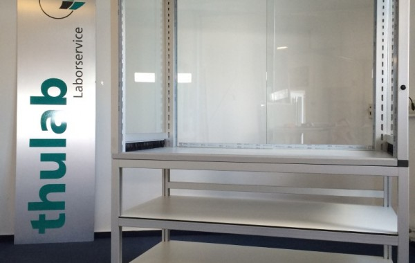 Auftischeinhausung auf Thulab Rolltisch (Thumobil)