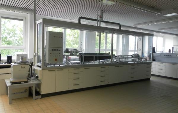 Auftischeinhausung auf freistehenden Labortisch