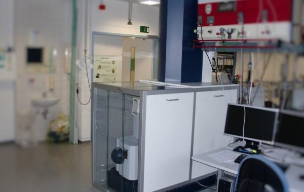 Geräteeinhausung für Massenspektrometer Bruker Maxis