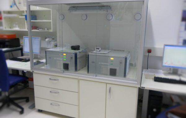 Geräteeinhausung mit Querschieber für Spectrometer picofox