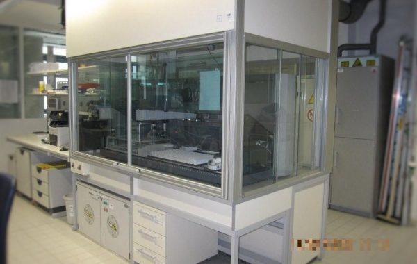 Einhausung (Stickstoff beaufschlagt) für TECAN Roboter, EH N² beaufschlagt und Tischplatten-Absaugung