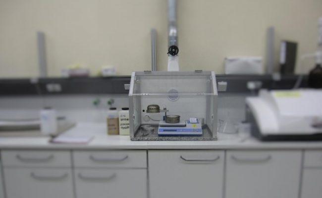 Ultra X EH in Funktion mit Rückwandabsaugung und Kabeldurchlass in RW